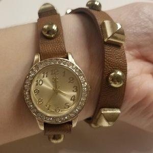 💥FINAL SALE💥 Gold studded watch